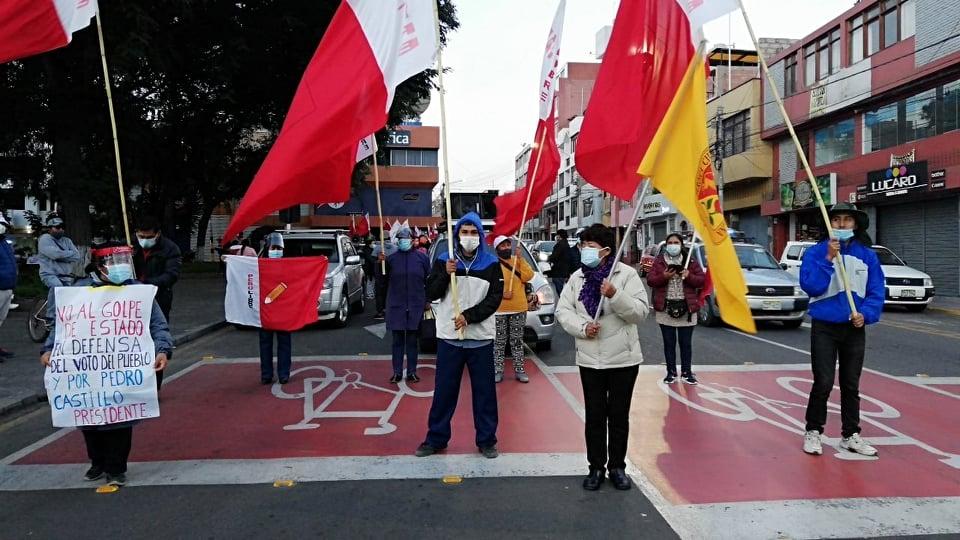 Simpatizantes de Castillo se movilizan en Tacna