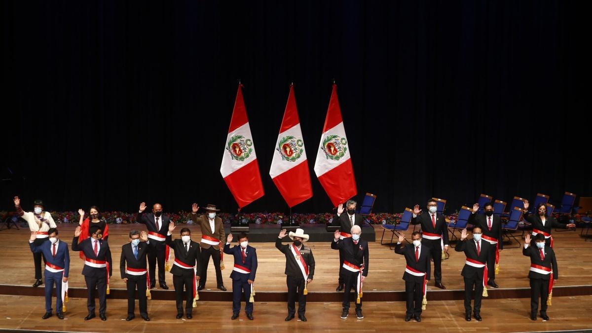 Sin Economía ni Justicia, Castillo toma juramento a su gabinete de ministros