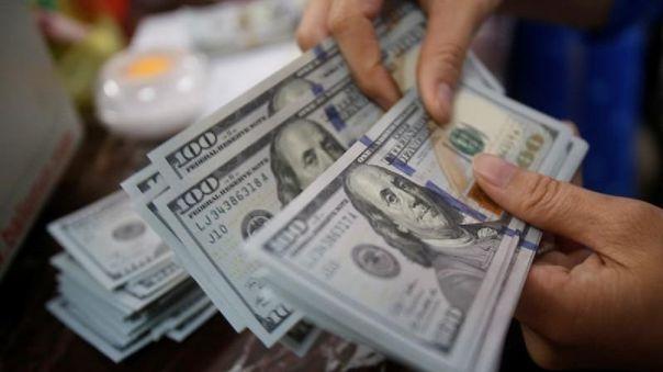 Dólar llega a los S/ 4,0297 tras designación de Premier y gabinete