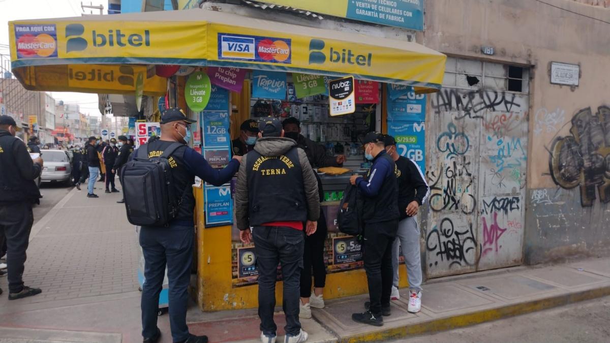 Cuatro detenidos por presunta receptación de celulares