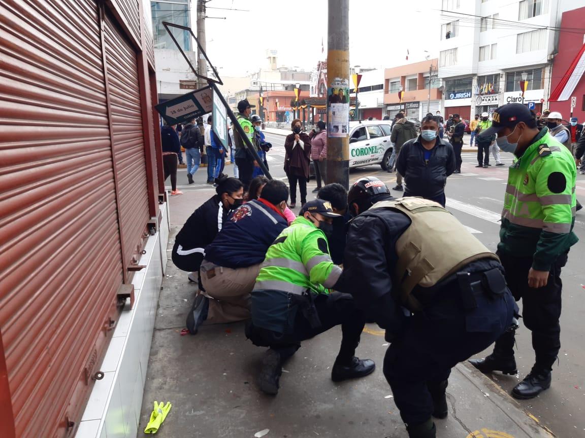 Policía de tránsito sufre violento atropello