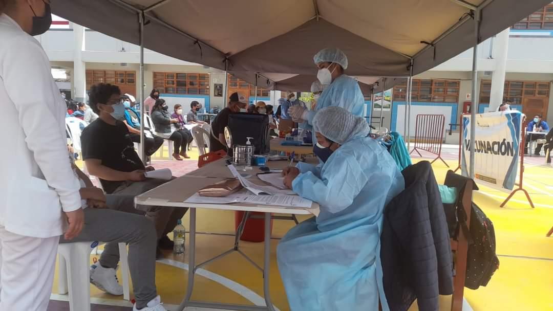 Moquegua inicia vacunación permanente contra la COVID-19 en 7 centros de salud