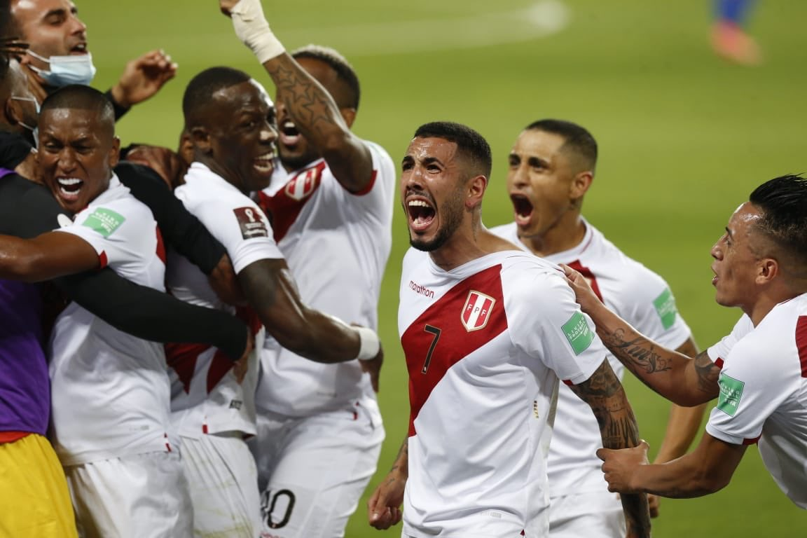 Perú le gana 2 – 0 a Chile y mantiene sus aspiraciones para llegar a Catar 2022