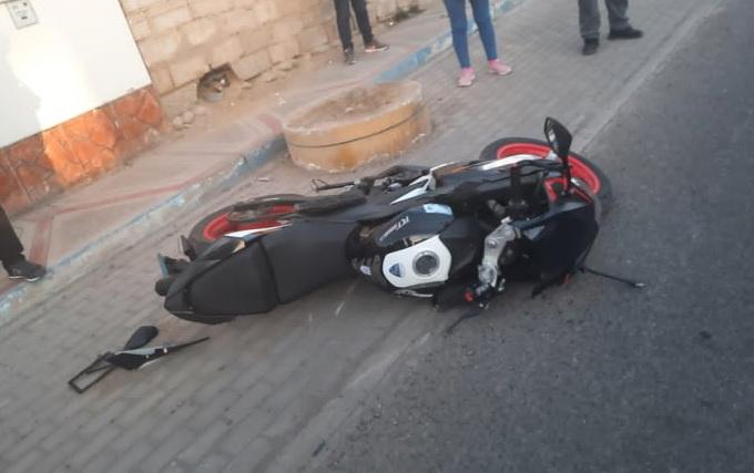 Motociclista termina con fractura expuesta